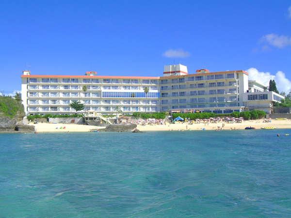 恩納村のプライベートビーチを満喫する「ホテルみゆきビーチ」