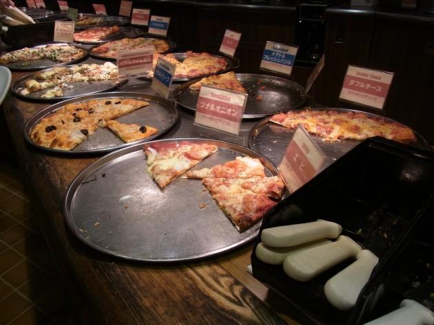 shakeys吉祥寺店のピザ