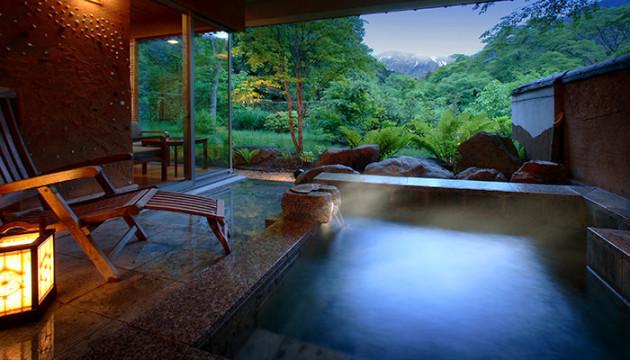 名峰・谷川岳に手が届きそうな全室露天風呂付きの絶景宿「別邸 仙寿庵」