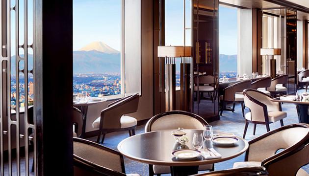 富士山も望める地上200m以上の特別な領域で最上級のくつろぎとホスピタリティに満ちる【ザ・リッツ・カールトン東京】