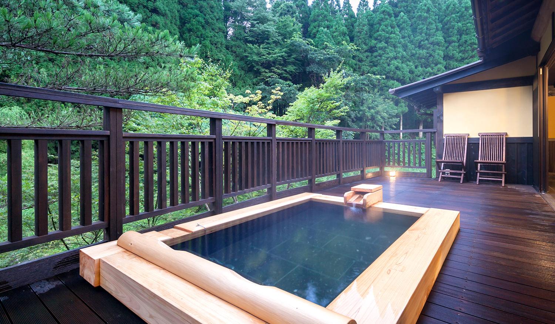 敷地内で湯巡りが楽しめる名湯の宿【黒川温泉 旅館 山河】