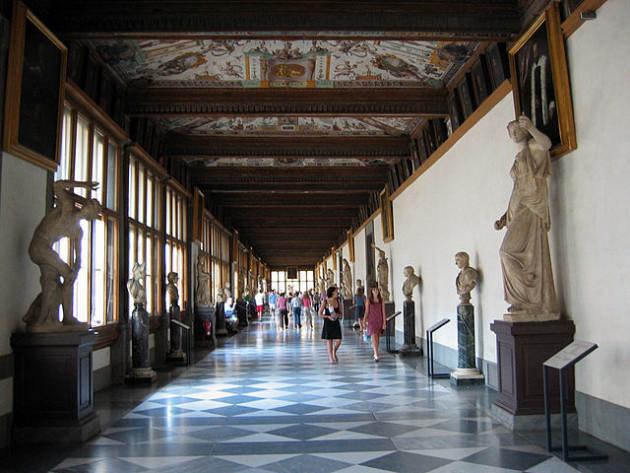 640px-Uffizi_Hallway