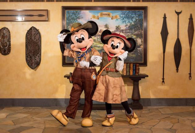 Disney Explorers Lodge_Character Greetings at lobby (1)