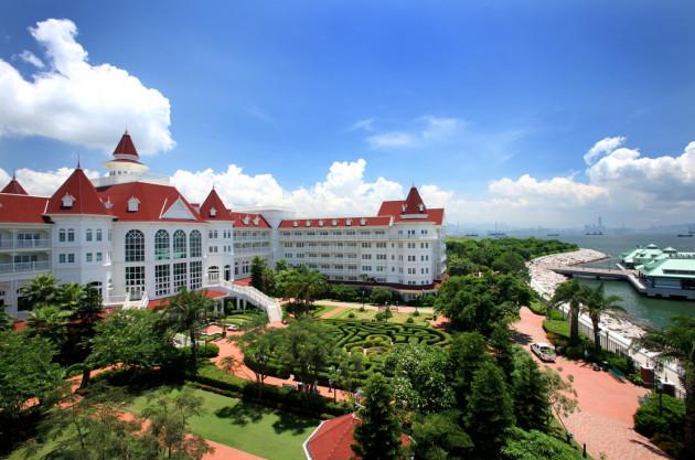 一生の思い出に残る白亜のエレガントな「香港ディズニーランド・ホテル」